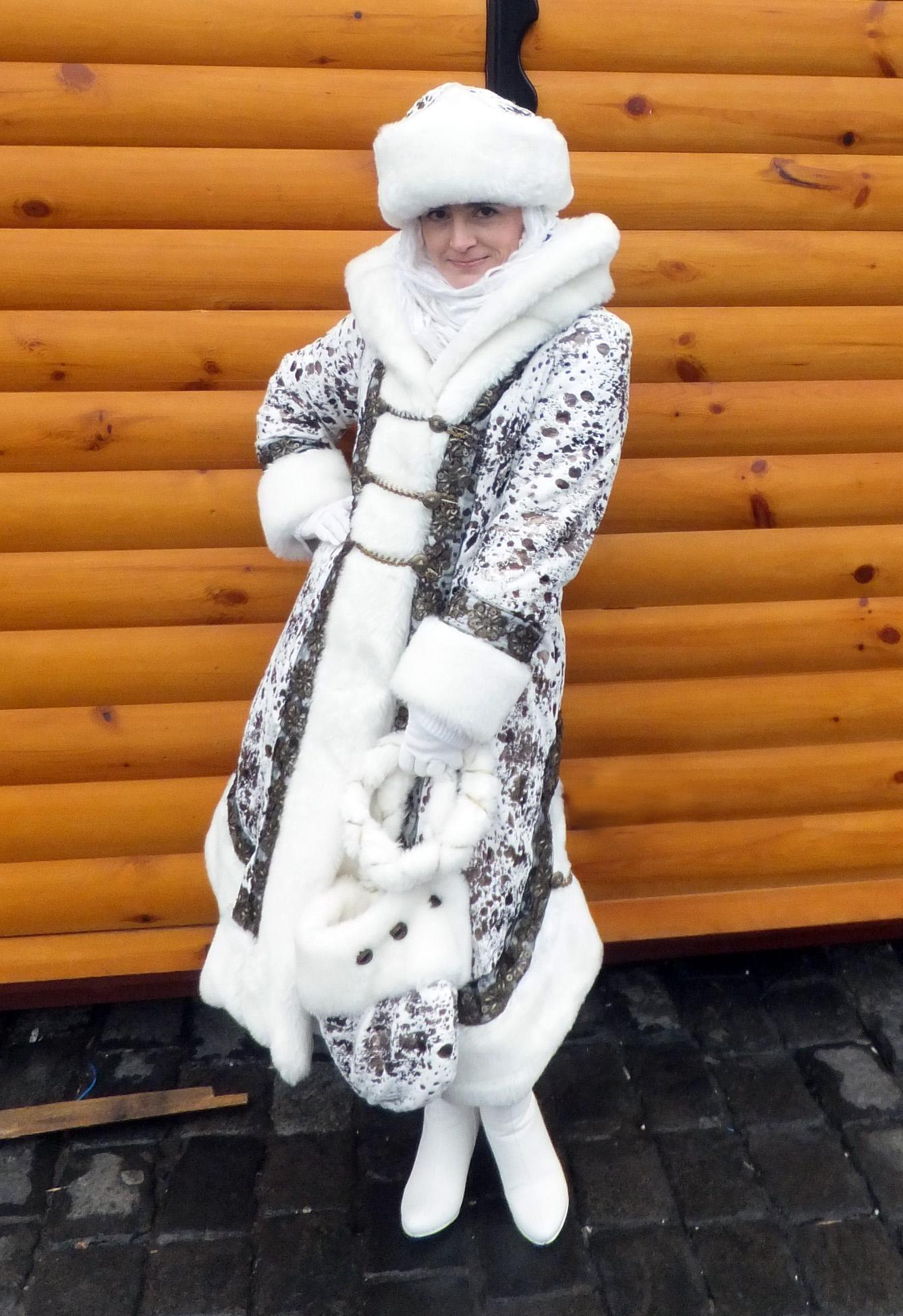 Фото красивых девушек в костюме снегурочки 24 фотография